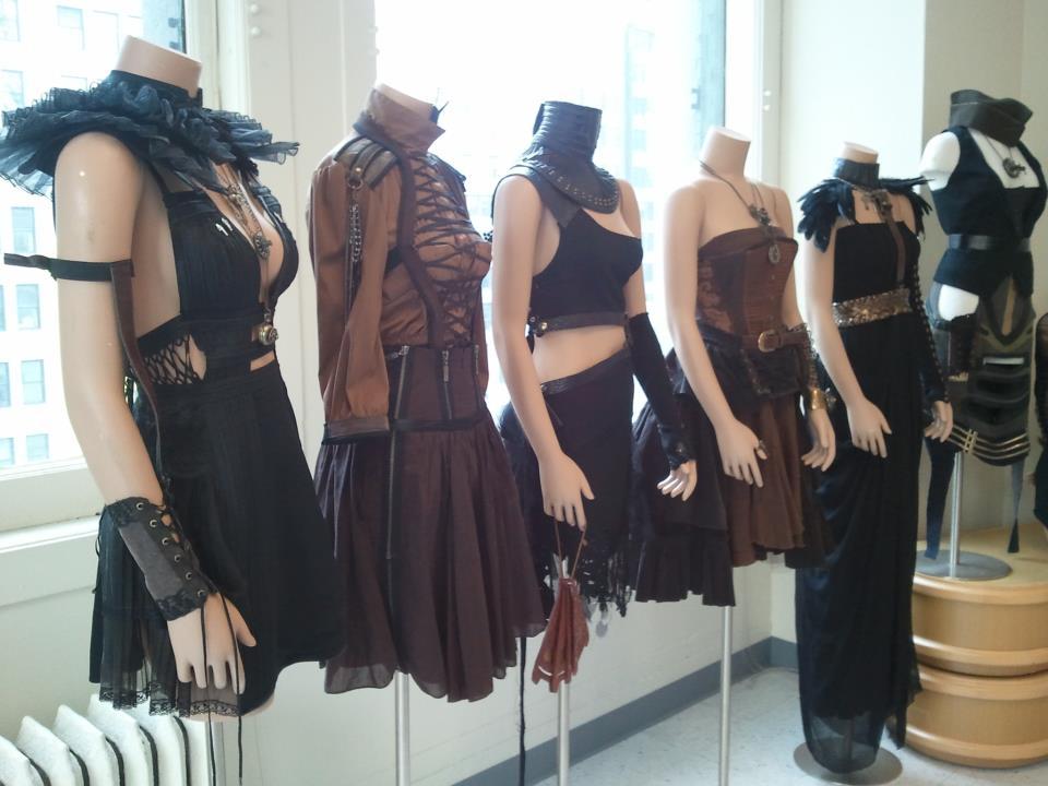 clothing designer make a profit